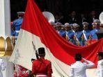 pengibaran-bendera-merah-putih-saat-peringatan-detik-detik-proklamasi-di-istana-merdeka.jpg
