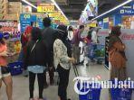 pengunjung-mall-di-surabaya-ramai-sepekan-psbb-surabaya.jpg