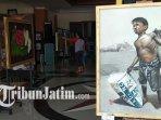 pengunjung-melihat-melihat-lukisan-karya-sejumlah-perupa-kota-blitar.jpg