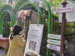 pengunjung-sedang-scan-barcode-pedulilindungi-sebelum-masuk-ke-ekowisata-mangrove.jpg
