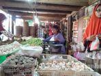 penjual-cabai-merah-di-pasar-srimangunan-sampang.jpg