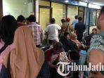 penumpang-berebut-refund-di-bandara-juanda_20180629_122621.jpg