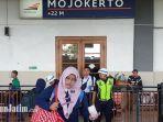 penumpang-bersiap-menaiki-kereta-api-di-stasiun-mojokerto.jpg