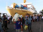 penumpang-kapal-laut-ilustrasi-mudik-ilustrasi-mudik-kapal-laut_20180520_081324.jpg