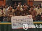 penyerahan-beasiswa-indonesia-cerdas-bri-2018-pada-mahasiswa-universitas-wijaya-kusuma-surabaya.jpg