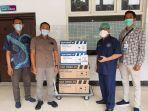 penyerahan-donasi-2-buah-alat-hnfc-dari-staff-djarum-foundation-kepada-rsud-dr-soetomo.jpg