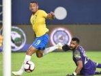 penyerang-brasil-gabriel-jesus-mencetak-gol-ke-gawang-arab-saudi_20181013_085159.jpg