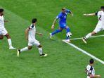 penyerang-brasil-neymar-mencoba-melewati-penjagaan-para-pemain-bertahan-kosta-rika_20180623_074436.jpg