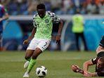 penyerang-timnas-nigeria-ahmed-musa-berusaha-mencetak-gol-gawang-islandia_20180623_100631.jpg