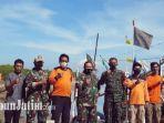 personel-tni-angkatan-laut-dari-lantamal-v-lanal-batuporon-saat-foto-bersama-dengan-relawan.jpg