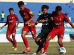 pertandingan-tim-sepak-bola-jawa-timur-vs-aceh-di-pon-xx-papua-2021.jpg