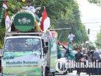peserta-parade-beduk-dan-pawai-taaruf-dalam-rangka-semarak-hari-santri-nasional-di-kota-kediri_20181104_192247.jpg
