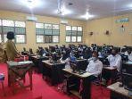 peserta-seleksi-p3k-guru-di-ruangan-laboratorium-komputer-sman-1-sooko-kabupaten.jpg