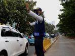 petugas-bus-transjakarta_20180625_112746.jpg