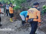 petugas-dibantu-warga-membersihkan-material-longsor-di-desa-sumberbendo-kecamatan-saradan.jpg