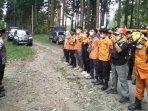 petugas-gabungan-mencari-kakek-hilang-di-hutan-cungkup-kabupaten-malang.jpg