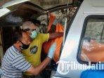 petugas-mengevakuasi-jenazah-di-bengkel-di-desa-sambirejo-kecamatan-jiwan-kabupaten-madiun.jpg