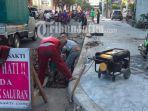 petugas-saat-menata-trotoar-dan-pembuatan-drainase-di-jl-karet-jumat-3162019.jpg