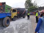 petugas-satlantas-polres-tuban-melakukan-olah-tkp-kejadian-kecelakaan-dump-truk.jpg