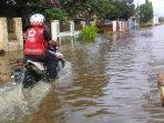 pmi-jember-menerjang-banjir-di-desa-wonoasri-kecamatan-tempurejo-jember-ilustrasi-banjir-di-jember.jpg
