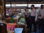 polisi-lakukan-sosialisasi-ketentuan-selama-ppkm-darurat-di-pasar-tradisional-kota-kediri.jpg
