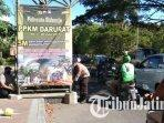 polisi-memasang-baliho-di-beberapa-ruas-jalan-di-sidoarjo-terkait-penerapan-ppkm-darurat-di-sidoarjo.jpg