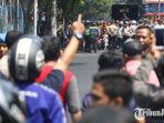 polisi-membubarkan-massa-aksi-dari-aliansi-mahasiswa-papua-amp.jpg