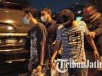 polisi-menangkap-pelaku-pengeroyokan-anggota-tni-al-di-terminal-bungurasih-sidoarjo.jpg