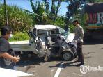 polisi-saat-akan-mengevakuasi-mobil-pick-up-yang-terlibat-dalam-kecelakaan-di-klakah-lumajang.jpg