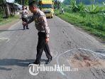 polisi-saat-olah-tkp-di-jalan-raya-desa-kesamben-kecamatan-ngoro-jombang.jpg
