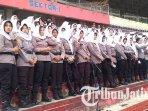 polwan-gunakan-jilbab-putih-di-stadion-gelora-delta-sidoarjo-di-laga-final-piala-gubernur-jatim-2020.jpg