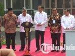 presiden-joko-widodo-saat-meresmikan-proyek-di-stkip-pgri-tulungagung.jpg