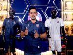 presiden-klub-gilang-widya-pramana-menggunakan-jersey-terbaru-arema-fc-untuk-liga-1-2021.jpg