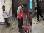 pria-ini-lakukan-hal-memalukan-di-stasiun-kereta-api_20170613_210638.jpg