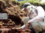 proses-eskavasi-penemuan-situs-purbakala-di-kawasan-pembangunan-tol-pandaan-malang.jpg