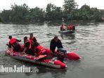 proses-evakuasi-bocah-tenggelam-di-sungai-joyoboyo.jpg