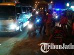 proses-evakuasi-kecelakaan-bus-dan-motor_20180703_200715.jpg