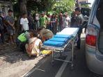 proses-evakuasi-perempuan-muda-yang-tewas-setelah-terjatuh-dari-motor.jpg