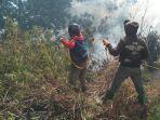proses-pemadaman-api-di-hutan-gunung-semeru-a.jpg
