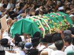 prosesi-pemakaman-gus-sholah-kh-sholahuddin-wahid.jpg