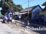 proyek-pembangunan-jalan-beton-di-kawasan-sentra-ikm-tanggulangin-sidoarjo_20181025_170204.jpg