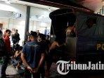 puluhan-pemuda-diamankan-setelah-melempari-kereta-api-jayabaya.jpg