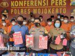 puluhan-pengedar-narkoba-beserta-barang-bukti-sabu-sabu-diamankan-di-polres-mojokerto.jpg
