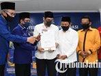 raharto-teno-prasetyo-mochammad-hasjim-asjari-menerima-surat-rekomendasi-untuk-pilkada-pasuruan-2020.jpg