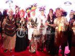 rakernas-ikatan-wanita-pengusaha-indonesia-iwapi-nuansa-papua-gubernur-khofifah.jpg