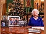 ratu-inggris-elizabeth-ii-berfoto-setelah-dia-merekam-pesan-untuk-hari-natal-2019-di-windsor-castle.jpg