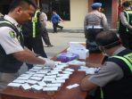 ratusan-anggota-polres-bojonegoro-menjalani-tes-urine-di-mapolres-setempat.jpg