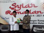 rektor-uin-maulana-malik-ibrahim-prof-dr-abdul-haris-mag-menerima-buku-dari-dr-sulaiman.jpg
