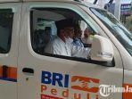 rektor-unisma-prof-dr-maskuri-msi-melakukan-test-drive-mobil-ambulans-dari-csr-bri-martadinata.jpg