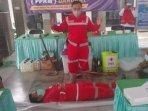 relawan-pmi-memberikan-pelatihan-pemulasaraan-jenazah-covid-19-di-tulungagung.jpg